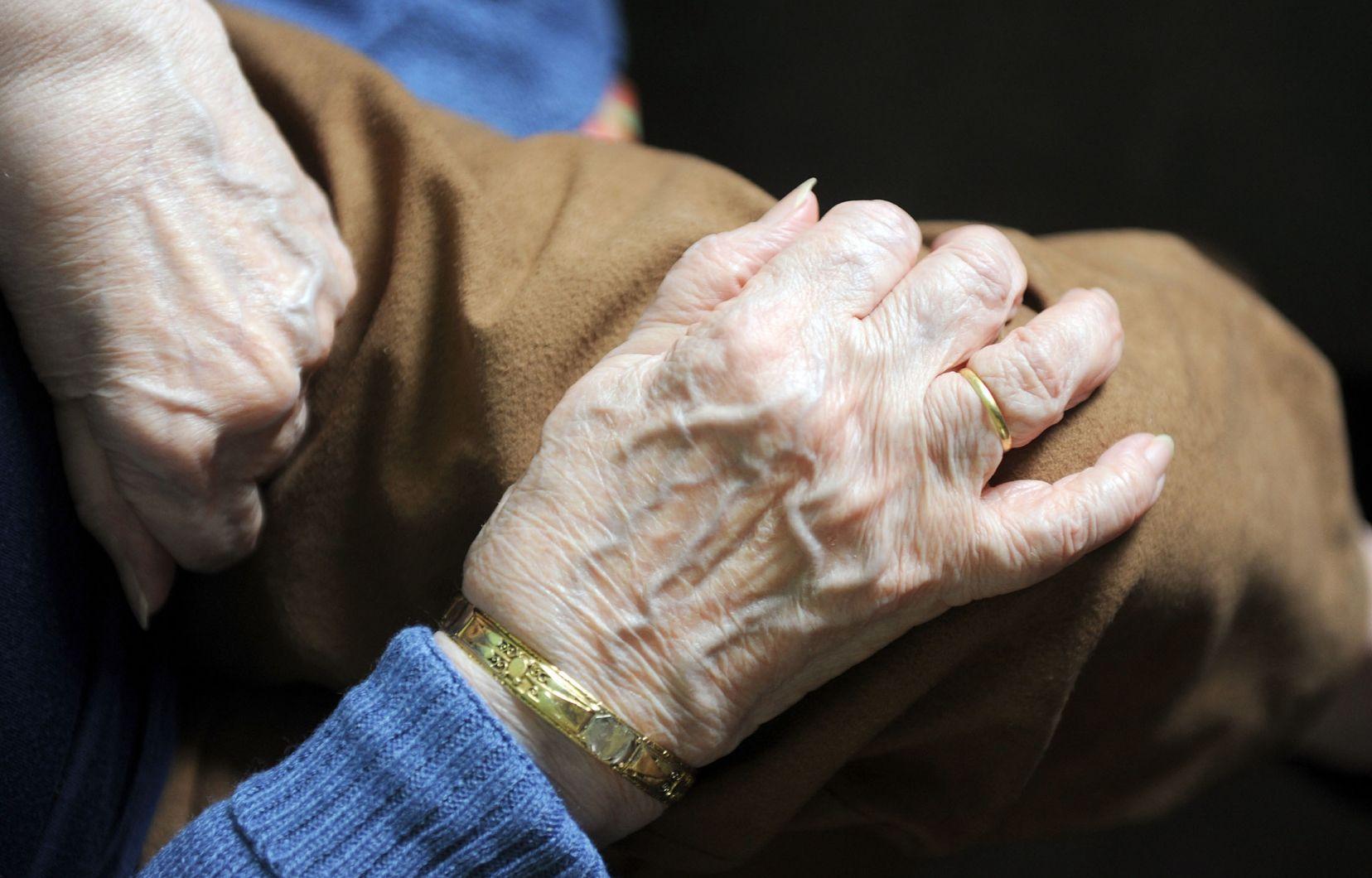 Cas probable dans une résidence pour aînés: des employés informés deux jours plus tard